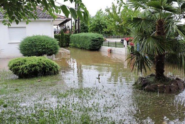 Πολλά προβλήματα και πλημμυρισμένες κατοικίες σε χωριό των Τρικάλων μετά την νεροποντή