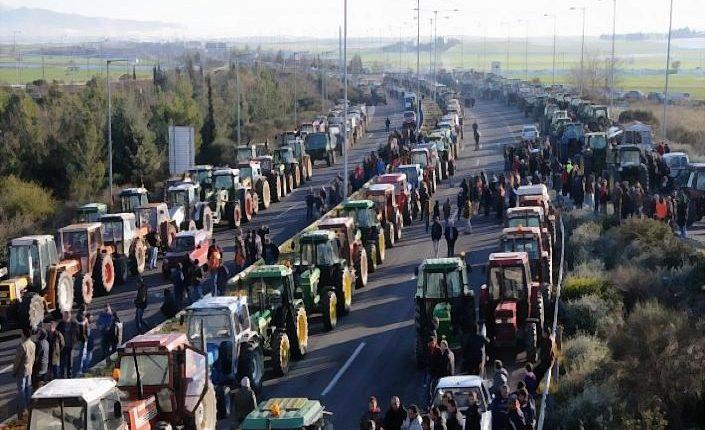 Αποχωρούν και από τον κόμβο Μεγαλοχωρίου οι Τρικαλινοί αγρότες