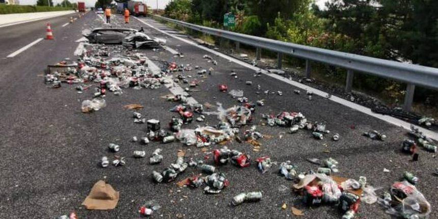 Απίστευτο τροχαίο ατύχημα με δύο νταλίκες έξω από τη Λάρισα